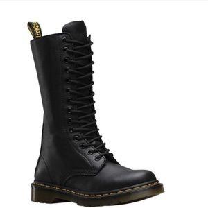 Dr. Martens 14-eye zip boot 🤘